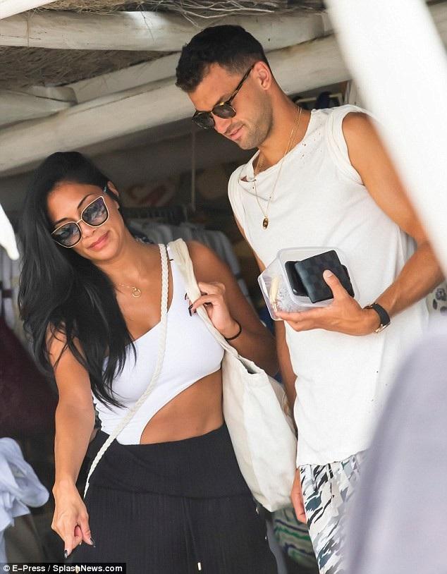 Nicole Scherzinger và bạn trai Grigor Dimitrov đi mua sắm tại Saint Tropez ngày 24/7 vừa qua
