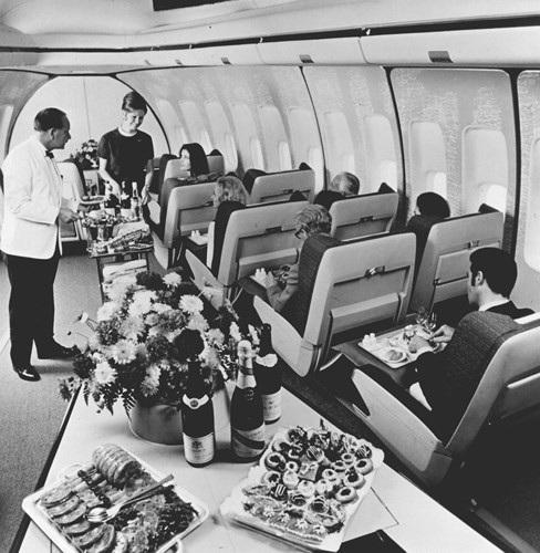 Hình ảnh cho thấy những đổi thay trong các chuyến bay xưa và nay - 19