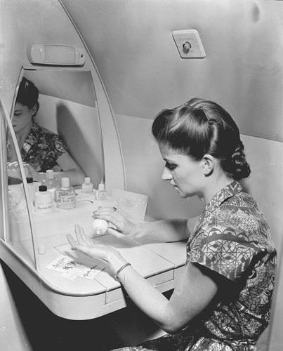 Hình ảnh cho thấy những đổi thay trong các chuyến bay xưa và nay - 28