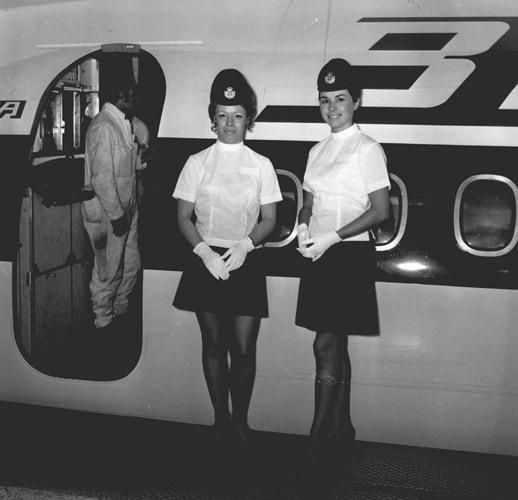 Hình ảnh cho thấy những đổi thay trong các chuyến bay xưa và nay - 32