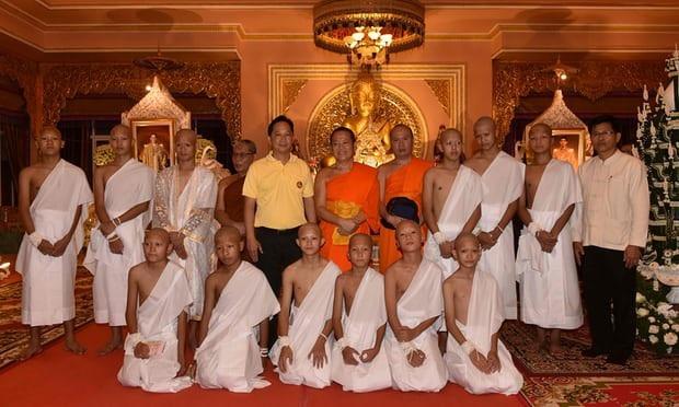 Các em sẽ có 9 ngày tu tập tại chùa trước khi trở về với gia đình. (Ảnh: AFP)