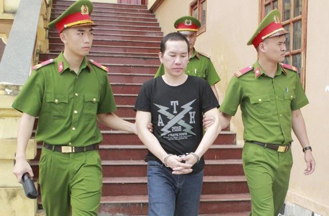 Xồng Bá Tênh được dẫn giải về trại giam ngay sau khi phiên xử kết thúc