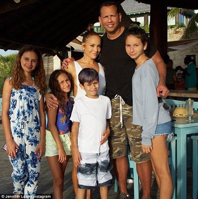 2 con riêng của Alex Rodriguez cũng rất quý mến diva xinh đẹp Jennifer Lopez.
