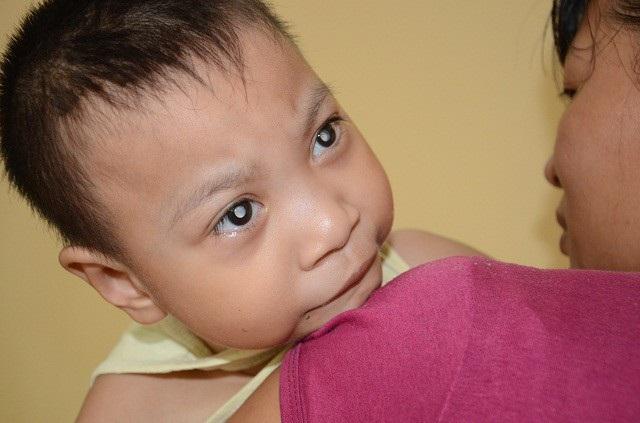 Khao khát sinh được một đứa con lành lặn khỏe mạnh chưa bao giờ nguôi, nhưng việc chăm sóc 2 đứa con bất hạnh đã khiến chị Mai chưa dám nghĩ tới.