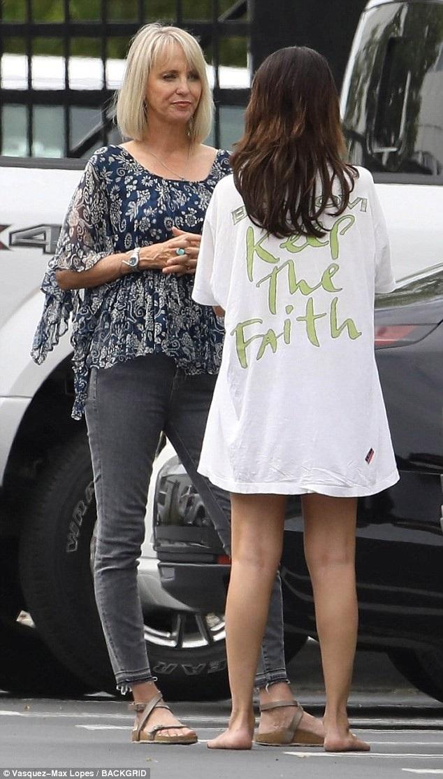 Selena Gomez hoảng hốt, buồn bã khi nghe tin Demi Lovato bị sốc thuốc - 2