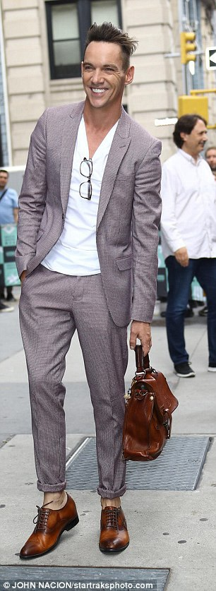 Ngôi sao người Ailen Jonathan Rhys Meyers xuất hiện bảnh bao trên đường phố New York ngày 26/7 vừa qua