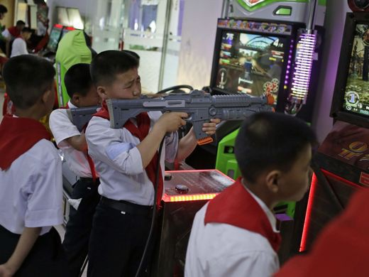 Trẻ em Triều Tiên trong một khu vui chơi giải trí ở Bình Nhưỡng.
