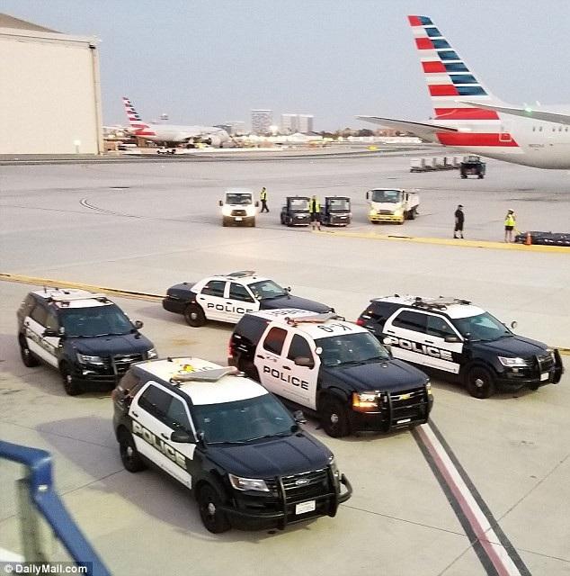 Cảnh sát tới sân bay để giải quyết vụ lộn xộn mà Jonathan Rhys Meyers gây ra. Jonathan Rhys Meyers sau đó cũng nói lời xin lỗi và cảm ơn sự thông cảm của các cảnh sát