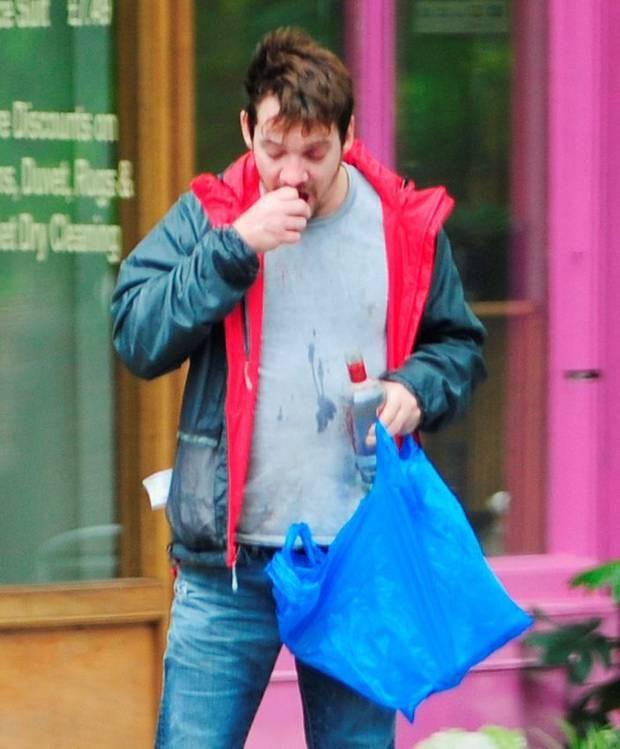 Jonathan Rhys Meyers có tiền sử nghiện rượu nhưng anh đã cố gắng cai nghiện trong vài năm nay. Jonathan nói thêm anh đang cố gắng cai nghiện thuốc lá để làm tấm gương sáng cho con.