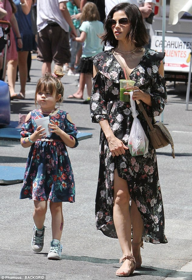 Jenna còn dành thời gian chăm sóc cô con gái 5 tuổi đáng yêu.