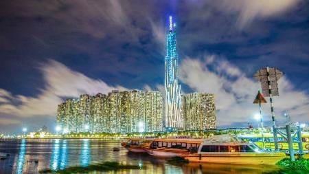Người dân Sài Gòn háo hức chờ đón giây phút thắp sáng tòa tháp cao nhất Việt Nam. - 1