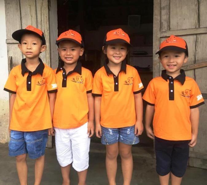 Chân dung 4 học sinh không ngại vất vả để đi tặng quà cho các bạn có hoàn cảnh khó khăn.