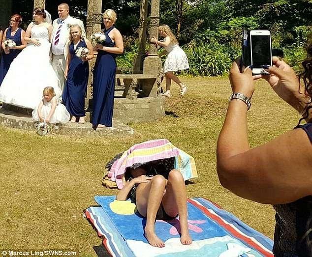 Tại một lễ cưới tổ chức trong công viên Tessier Gardens, thuộc thị trấn miền biển Torquay (Anh), đã vừa xảy ra một sự việc dở khóc dở cười...