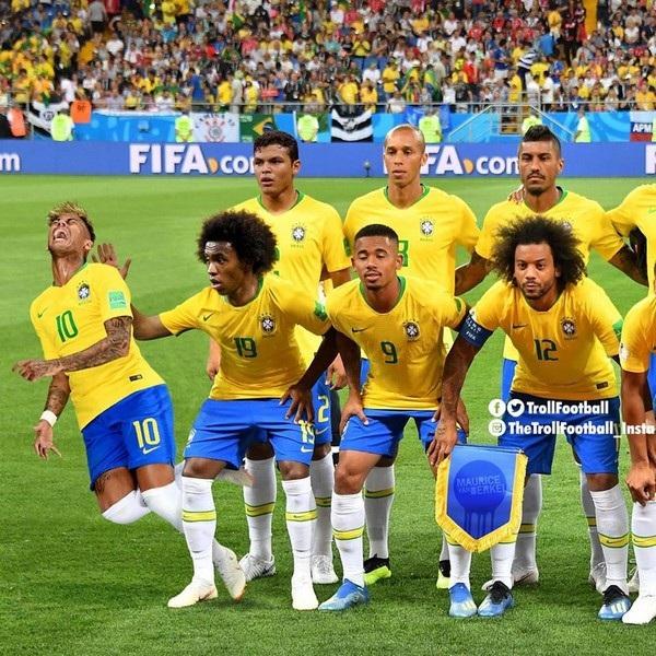 Neymar sẵn sàng ăn vạ bất cứ khi nào có người chạm vào, cho dù đó là đồng đội