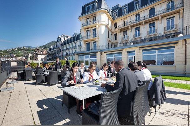HIM toạ lạc ngay tại trung tâm thành phố Montreux bên bờ hồ Léman thơ mộng