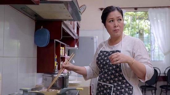 NSND Hồng Vân trong vai bà Mai phim Gạo nếp gạo tẻ.