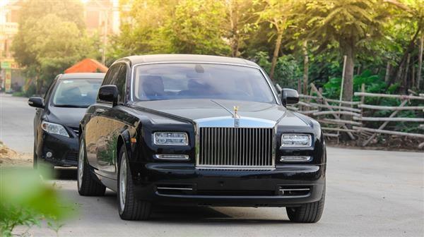 Hải quan Hải Phòng phát hiện 2 xe Rolls-Royce thuộc danh mục cấm nhập khẩu - 1