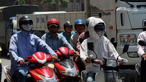 Những điều cần lưu ý khi đi xe máy dưới trời nắng nóng - 3