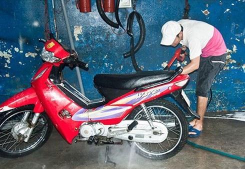 Những điều cần lưu ý khi đi xe máy dưới trời nắng nóng - 5