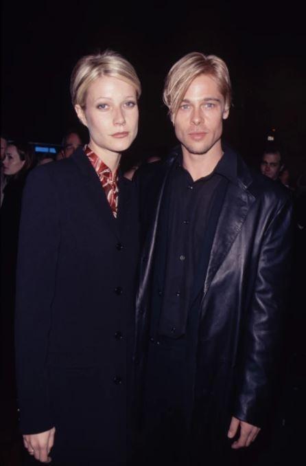 """Brad Pitt bên bạn gái cũ - Gwyneth Paltrow - hồi năm 1997 cho thấy """"một sự giống nhau không hề nhẹ"""", cả hai cùng để mái tóc vàng chẻ ngôi lệch, chải gọn và có biểu cảm khá giống nhau."""