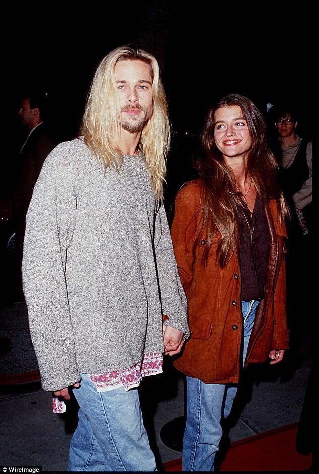 Brad bên bạn gái Jitka Pohledek hồi năm 1994. Tuy màu tóc khác nhau nhưng họ cùng để kiểu tóc dài, buông xõa tự nhiên.