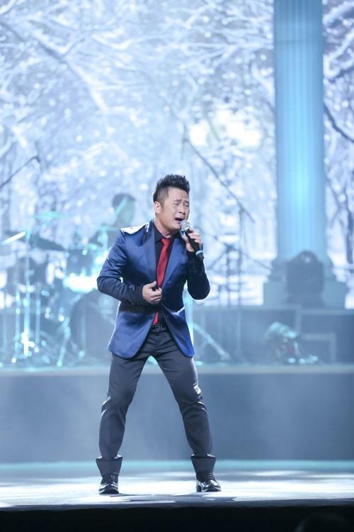 Lần đầu tiên, Bằng Kiều vừa hát vừa... diễn hài trong liveshow của mình.