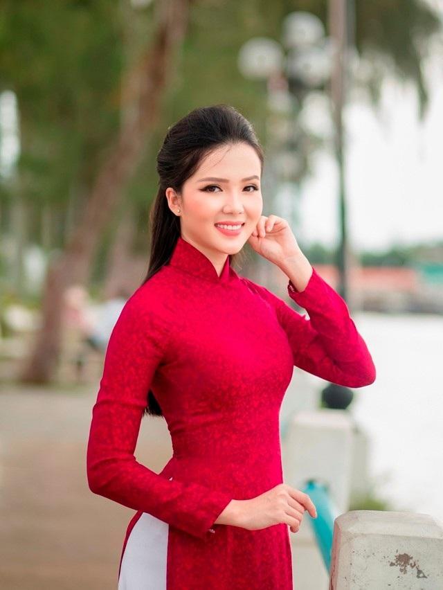 """Người đẹp Thúy Vi """"khoe"""" dáng dịu dàng trên bến Ninh Kiều - 2"""