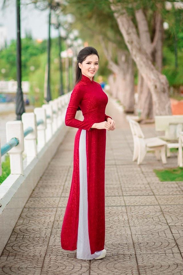 """Người đẹp Thúy Vi """"khoe"""" dáng dịu dàng trên bến Ninh Kiều - 1"""