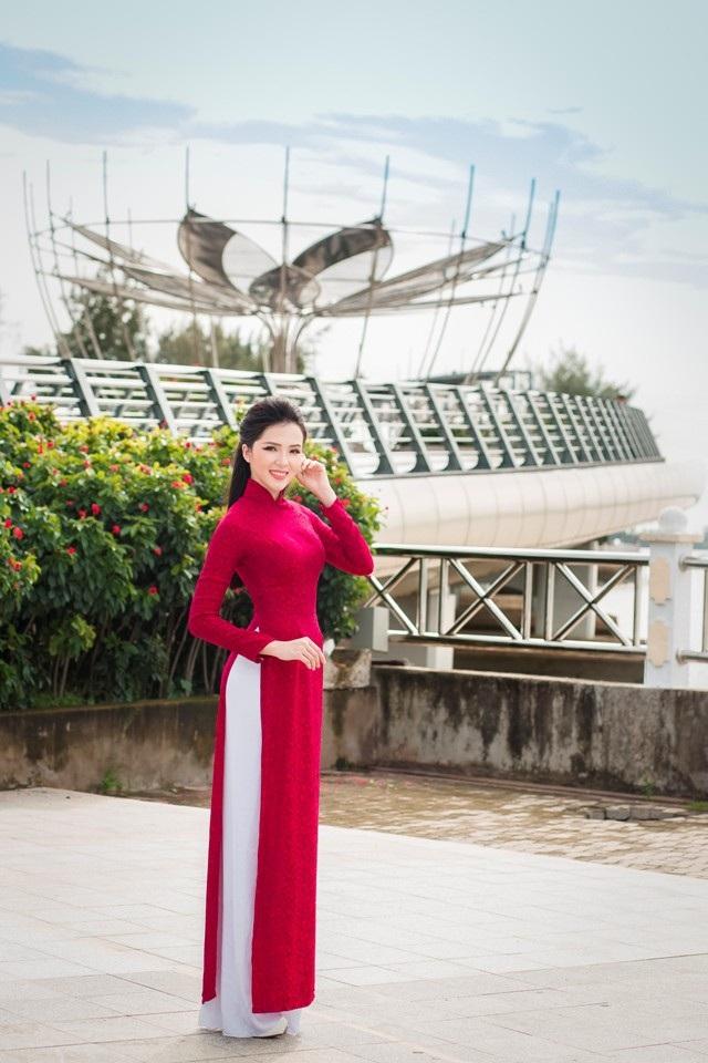 """Người đẹp Thúy Vi """"khoe"""" dáng dịu dàng trên bến Ninh Kiều - 9"""