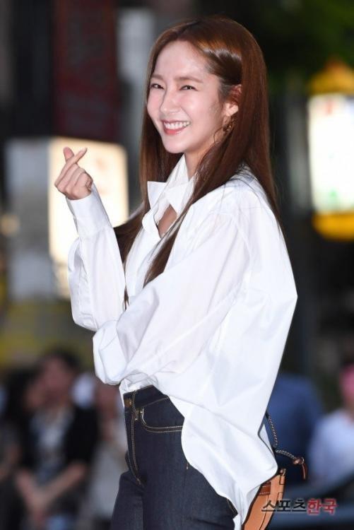 """Mê mẩn ngắm vẻ thần tiên của """"thư ký Kim"""" Park Min Young - 15"""