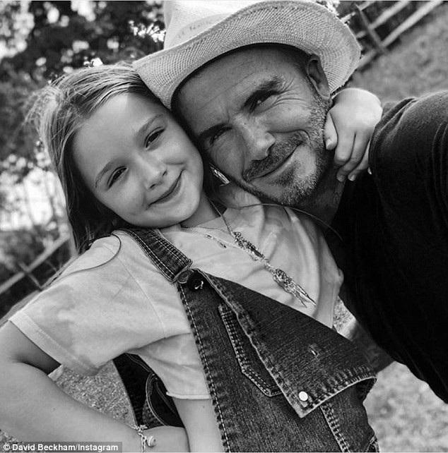 Cựu danh thủ người Anh nổi tiếng là ông bố chu toàn với 4 con, David đặc biệt cưng chiều cô con gái út 6 tuổi, cô bé càng lớn càng giống bố như đúc