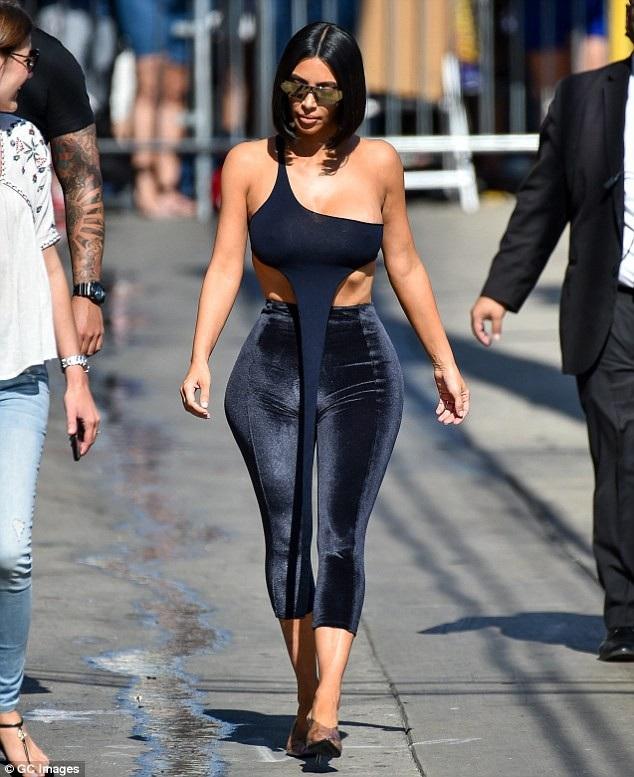 Đã dính nhiều tin đồn chỉnh sửa nhan sắc bằng dao kéo nhưng Kim Kardashian không mấy quan tâm