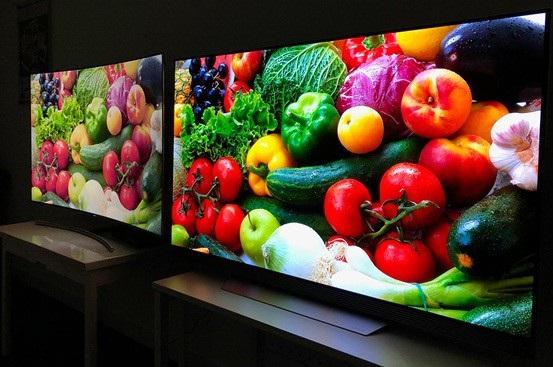 Ở góc nhìn nghiêng, OLED (bên phải) thể hiện khả năng thể hiện màu sắc chính xác hơn hẳn so với TV QLED (bên trái).