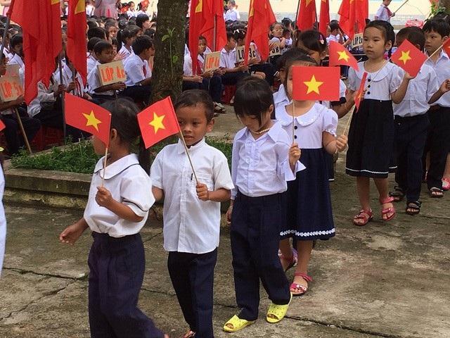 Học sinh tiểu học tại huyện miền núi Khánh Sơn (Khánh Hòa) khai giảng năm học mới