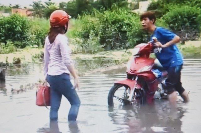 Dân khốn khổ vì sống trong cảnh nước ngập bao vây tại Sóc Trăng - 4