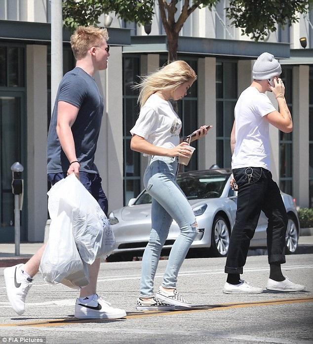 Cậu con trai lớn của Victoria Beckham hò hẹn chớp nhoáng với nhiều bóng hồng sau khi chia tay với Chloe Montez.