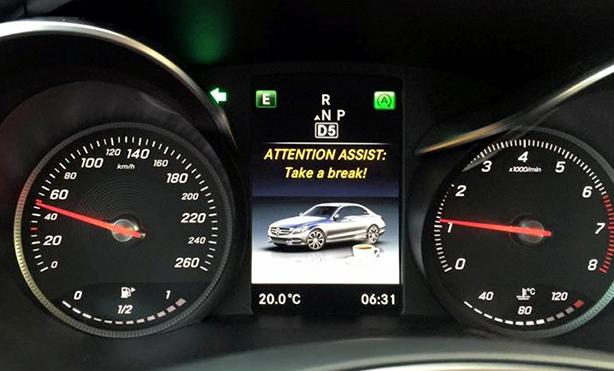 Một số nước châu Âu còn quy định rõ về việc tài xế bắt buộc phải nghỉ ngơi sau một quãng thời gian lái xe liên tục; thậm chí, nhiều nhà sản xuất còn tích hợp các loại cảnh báo khi phát hiện tài xế lái xe đã lâu hoặc có dấu hiệu buồn ngủ.