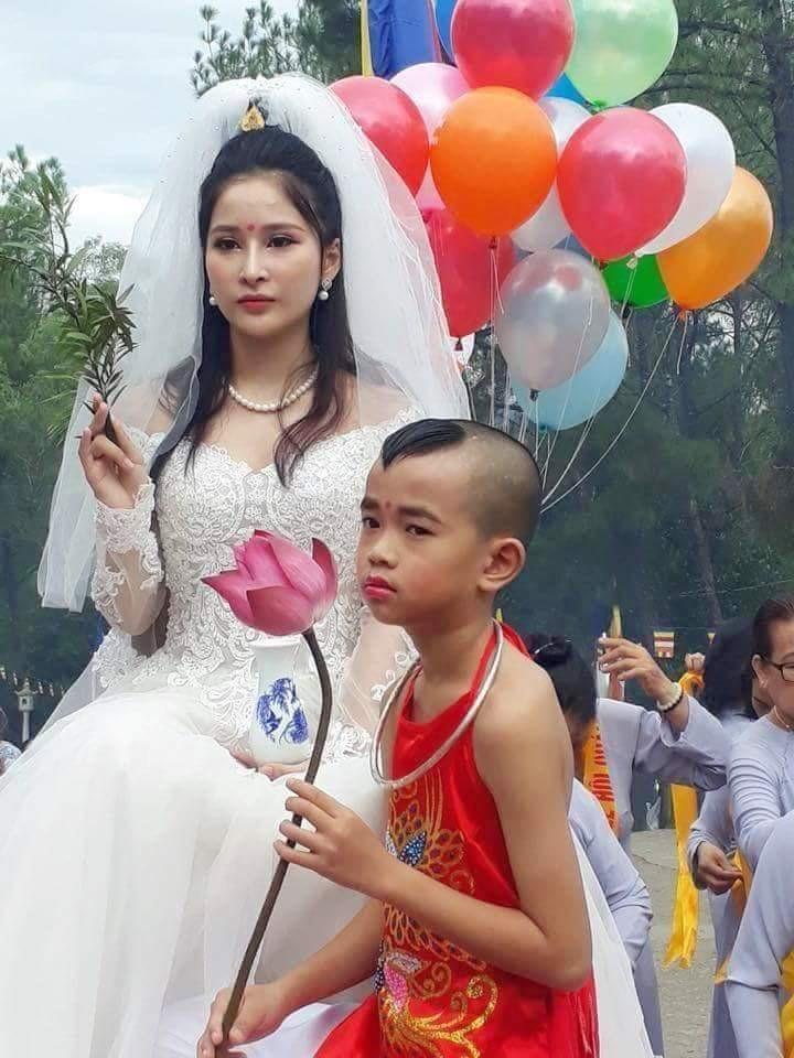 Cư dân mạng bất bình trước hình tượng Phật Quán Thế Âm… mặc váy cưới - 5