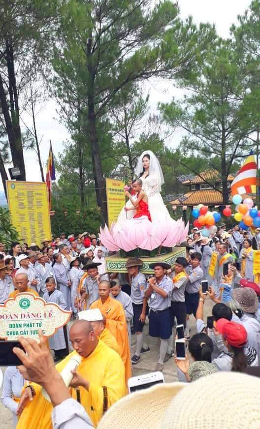 Rước Phật Quán Thế Âm