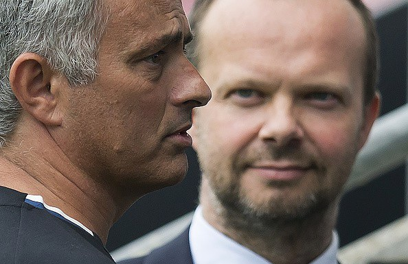 Mối quan hệ căng thẳng với Ed Woodward khiến Mourinho trở nên cáu kỉnh