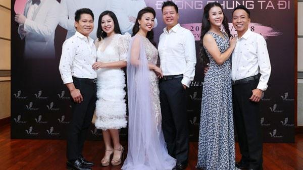 Từ trái sang: vợ chồng ca sĩ Trọng Tấn, vợ chồng Đăng Dương và vợ chồng ca sĩ Việt Hoàn.