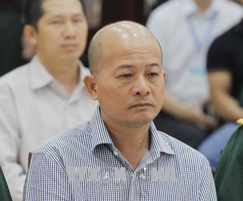 Bị cáo Đinh Ngọc Hệ (Út trọc) nhận 10 năm tù cho tội lợi dụng chức vụ quyền hạn, 2 năm tù cho tội sử dụng tài liệu giả.