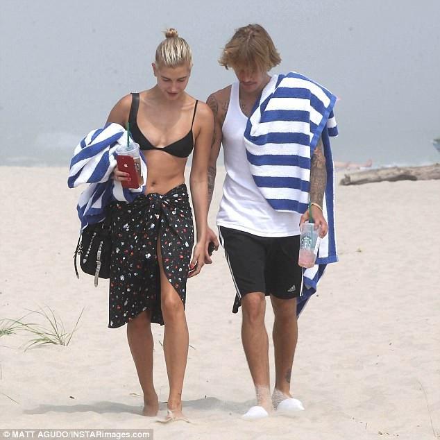 Justin từng suy sụp và buồn bã sau khi Selena Gomez chia tay anh hồi tháng 5 vừa rồi. Tuy nhiên, chỉ sau hơn một tháng, kể từ khi nối lại quan hệ với Hailey, nụ cười và tâm trạng vui vẻ đã trở lại với Justin.