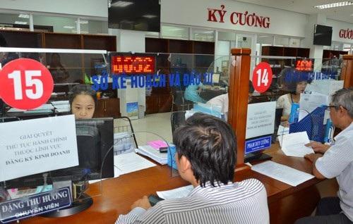 Bộ phận tiếp nhận và trả kết quả thủ tục hành chính ở Trung tâm hành chính Đà Nẵng. Ảnh: T.L