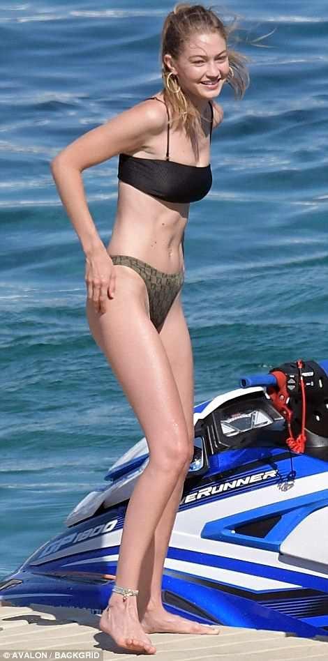 Gigi Hadid quyến rũ trên biển - Ảnh 2.