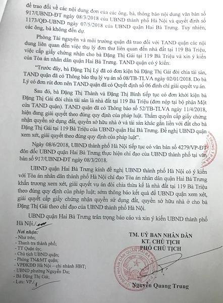 """Dù UBND TP Hà Nội ra văn bản chỉ đạo nhưng quận Hai Bà Trưng thay vì thực hiện lại tiếp tục xin ý kiến, """"đá bóng"""" trách nhiệm lên UBND TP Hà Nội."""