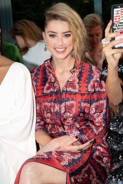 Tới xem show thời trang này có nữ diễn viên Amber Heard