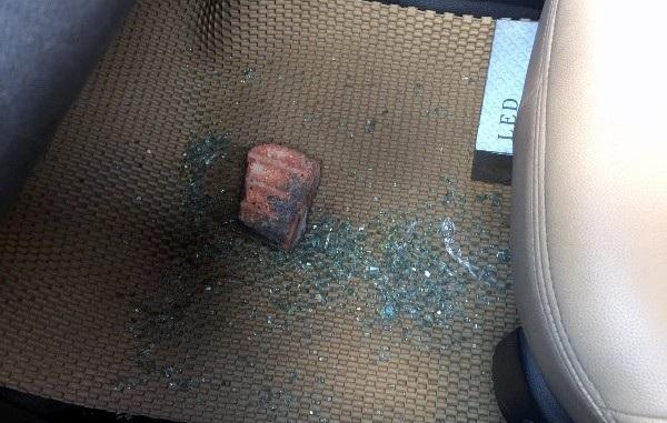 Đập vỡ kính ô tô, cướp tài sản của lái xe taxi - 2