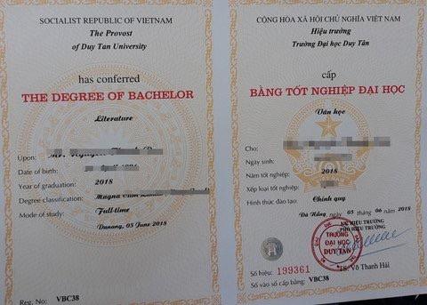 Nhiều sinh viên học Văn báo chí tại ĐH Duy Tân (Đà Nẵng) bức xúc vì bằng chứng nhận tốt nghiệp chỉ ghi ngành Văn học