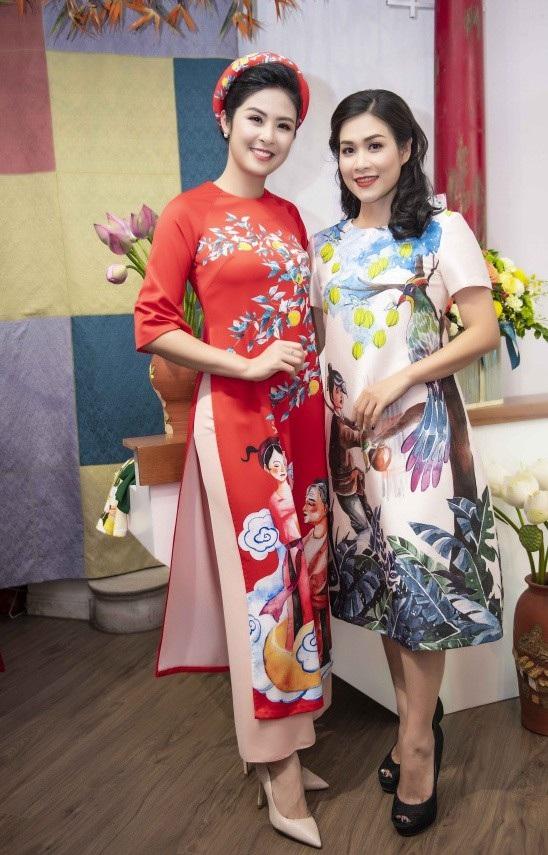 Diễn viên Hà Hương (vai Nguyệt phim Phía trước là bầu trời) cũng rất yêu quý Ngọc Hân. Vì ưu ái đàn em nên cô từng phá lệ, lần đầu đưa hai con lên sân khấu trình diễn áo dài của Ngọc Hân.